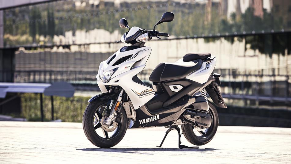 2016-yamaha-aerox-4-eu-absolute-white-static-002