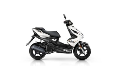 2016-yamaha-aerox-4-eu-absolute-white-studio-002